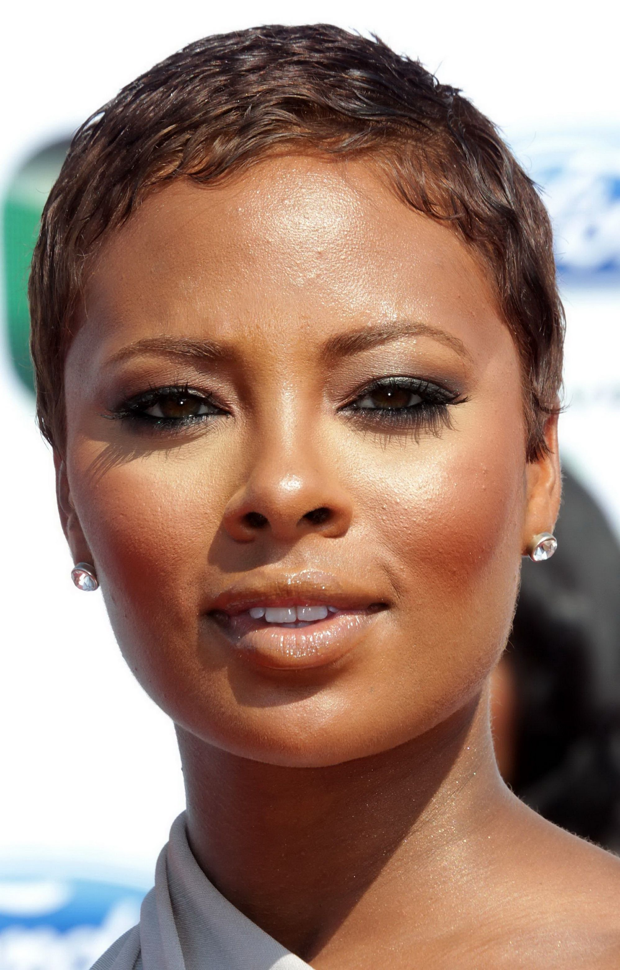 short haircuts for black women with round faces g