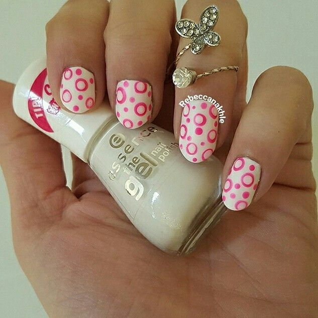 هذه #أظافر اليوم White and Hot Pink Dotticure using Essence-The Gel ...