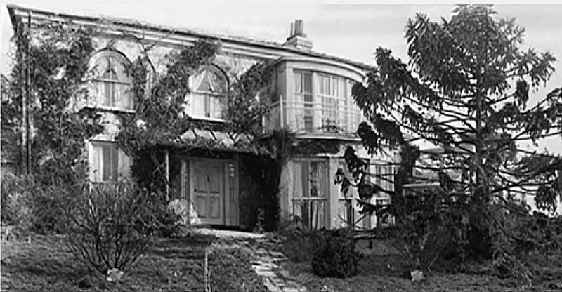 Gull Cottage In The Movie The Ghost And Mrs Muir In 2020 Seaside House Muir Stone Cabin