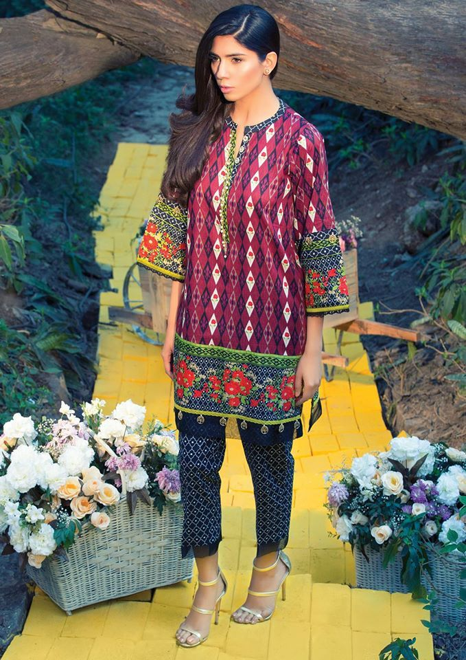Pin by Fazeela Hussain on Designer Summer Lawn Dresses | Pinterest ...