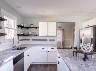 Exceptionnel White Shaker Cabinets, Subway Tile, Reclaimed Wood Open Shelving, White Granite  Countertops