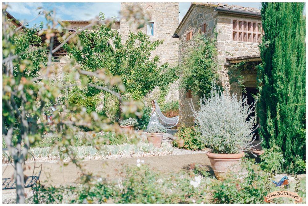 wedding photographer in tuscany, wedding in tuscany, wedding in Italy, destination wedding, wedding photographer in Italy, bride, trouwen in toscane, funkybird wedding design