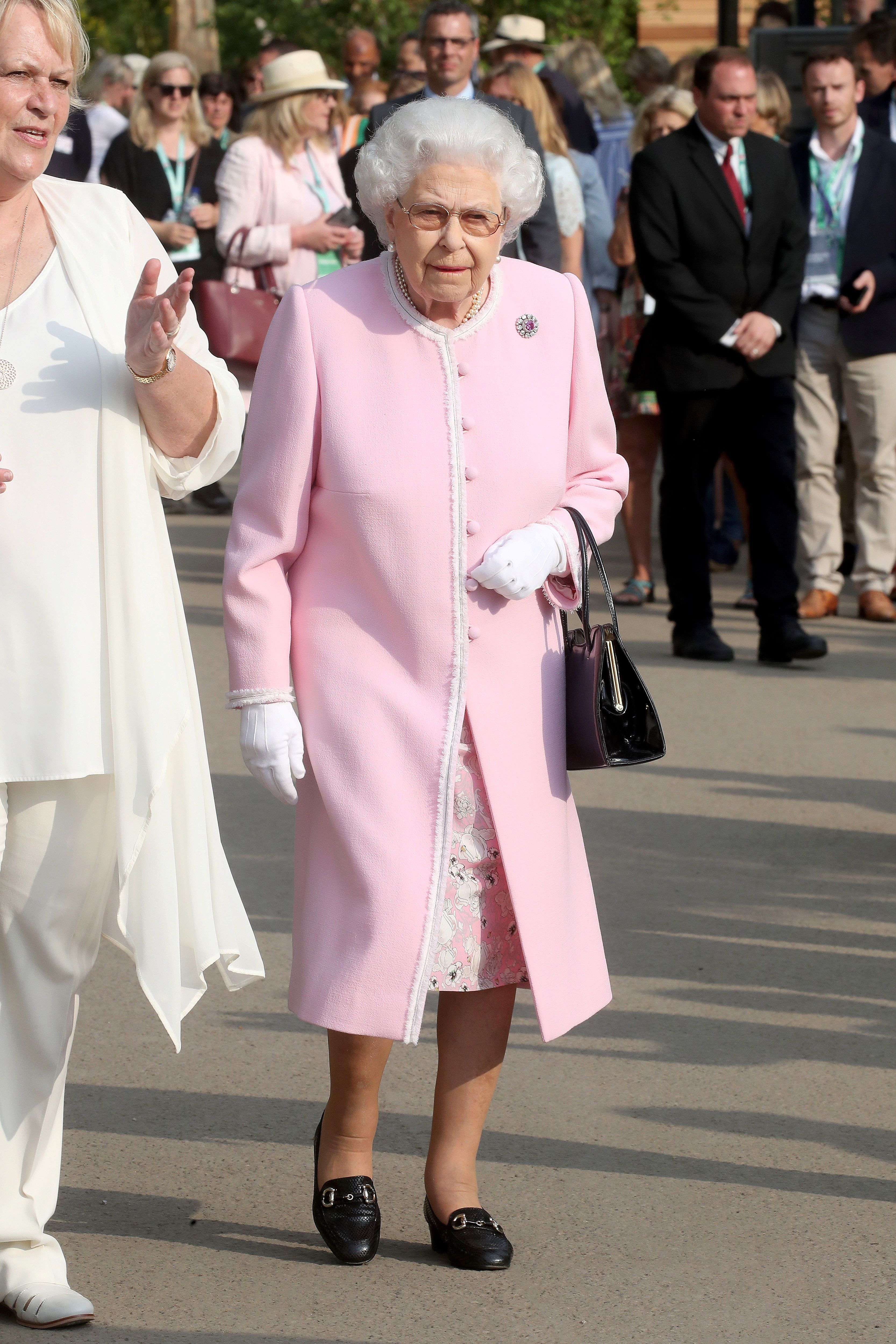 The Queen Color-Coordinates Her Way Through Another Royal Appearance ...