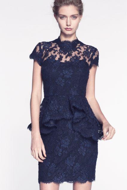 Complementos para un vestido de encaje azul marino