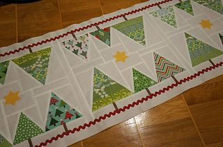 Christmas-tablerunner-decoratedtop