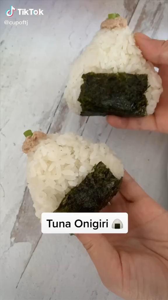 Easy Tuna Mayo Onigiri Recipe Food Tiktok Video In 2020 Diy Food Recipes Food Videos Desserts Onigiri Recipe