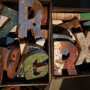 oud houten letters  ça-va! interieur