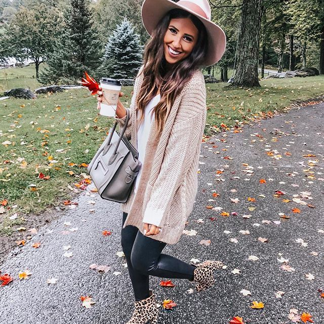 fall outfits  winter outfits   #Regram via @dressupbuttercup #churchoutfitfall