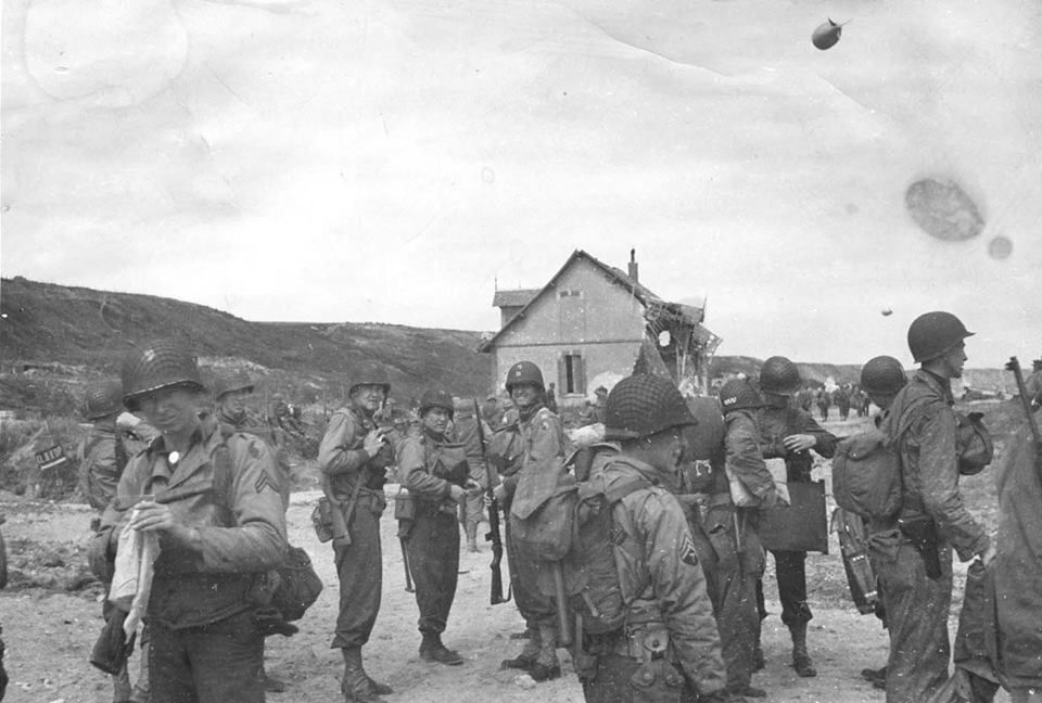 29th Division on Omaha Beach, June 1944 | D day, D day normandy, Infantry