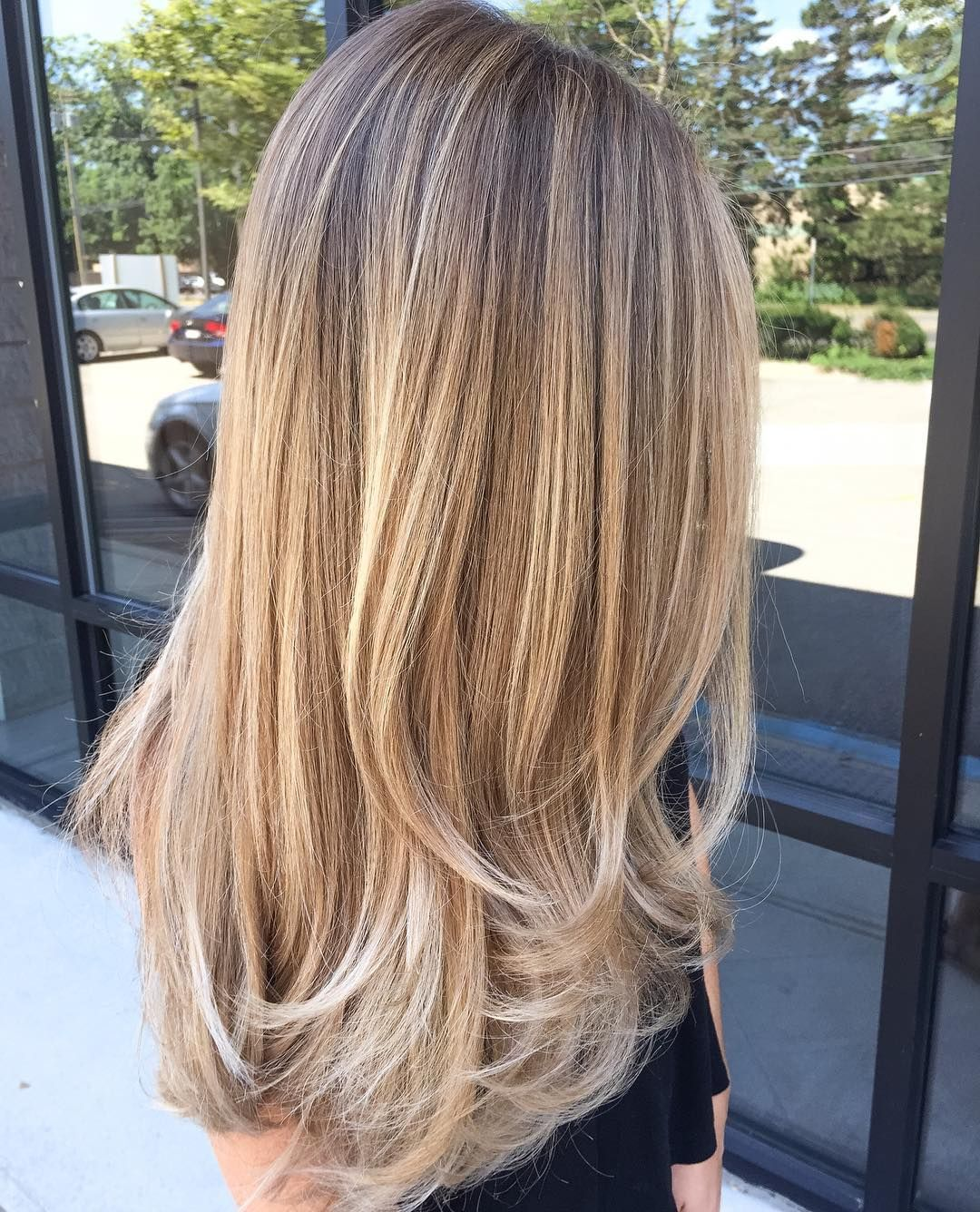 Long bronde hair with goldenblonde balayage and chunky short layers