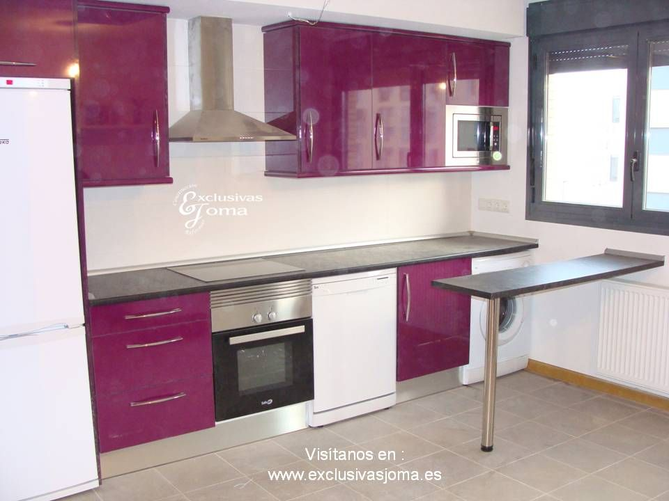 Muebles de cocina en la avenida madrid 5 en la zona nueva for Cocinas color berenjena