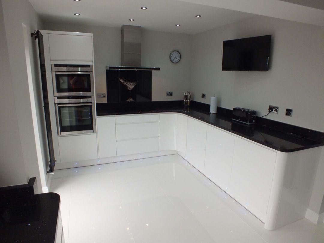 Pure Modern Black And White Kitchen White Gloss Kitchen Black Kitchen Decor Black White Kitchen Decor