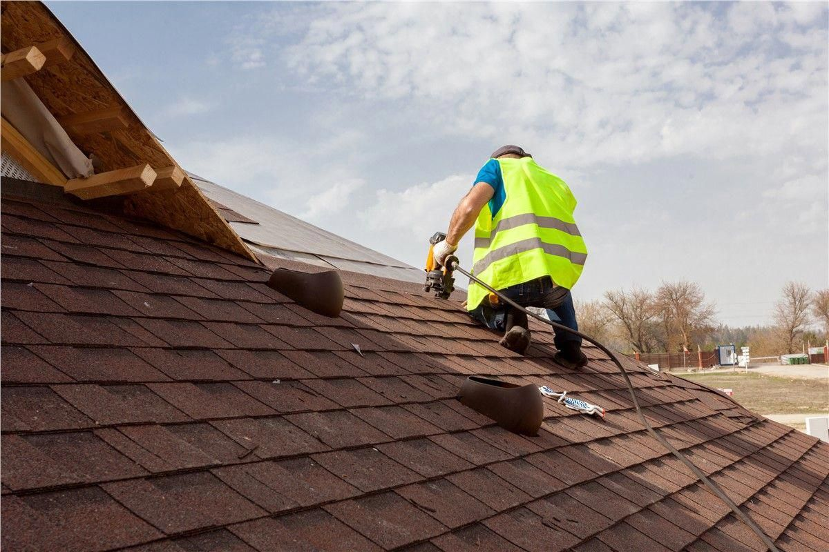 This Roof Shingles Is Honestly A Striking Style Principle Roofshingles In 2020 Roof Repair Roofing Contractors Roof Installation