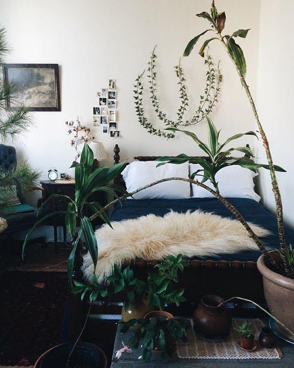Urban jungle slaapkamer met schapenvacht - TREND: Urban Jungle ...