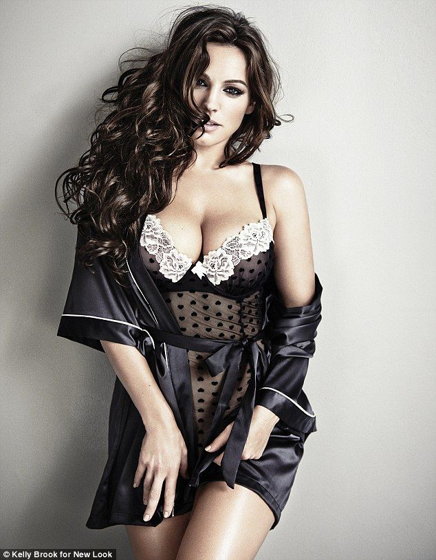 946314bbd8f Kelly Brook shows off her curves in her festive New Look lingerie ...