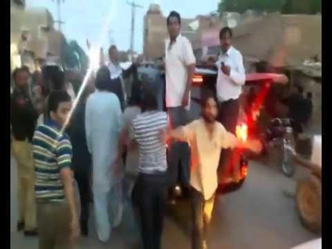 Mustafa Kamal ka Qafla Tando Allayar Se Guzrte hoie or MQM Worker Protes...