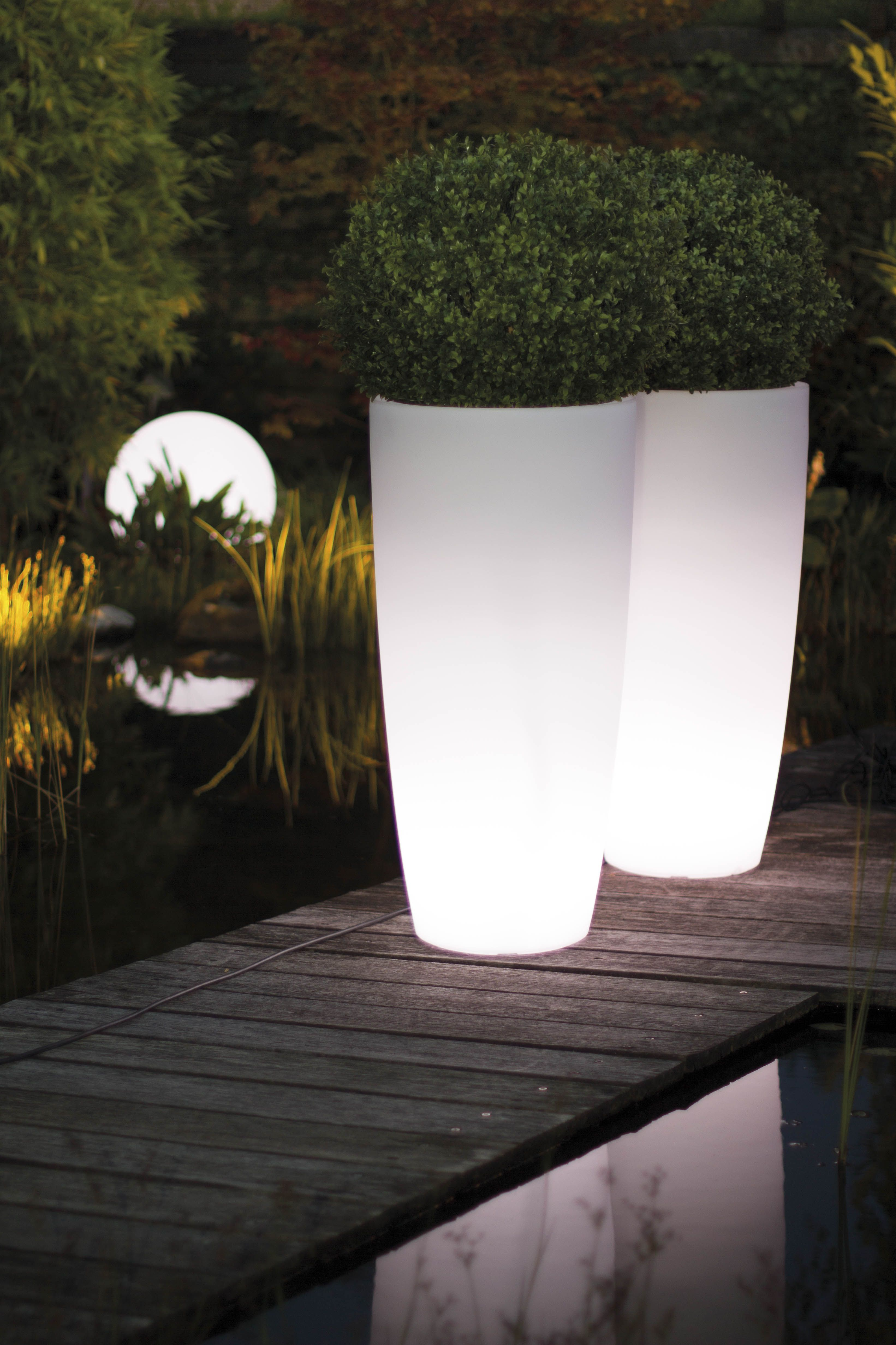 f r gem tliches licht im garten auf der terrasse sorgen die lumenio led pflanzgef e. Black Bedroom Furniture Sets. Home Design Ideas