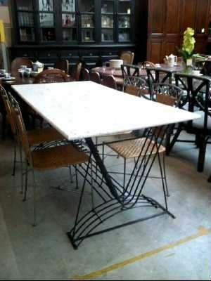 Table Dessus Marbre Pied Fer Forge Deurne