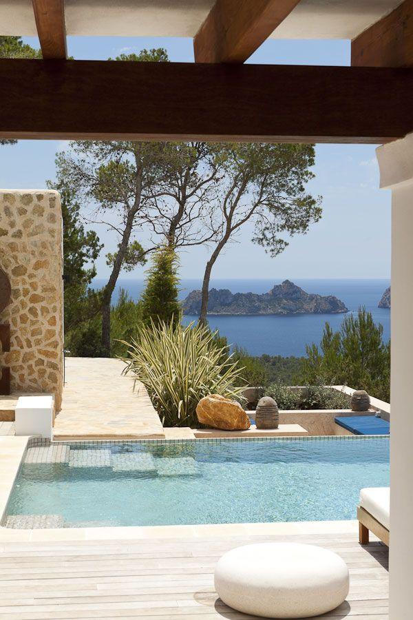 Estupendas vistas desde esta piscina rodeada de piedra - Piedras para piscinas ...