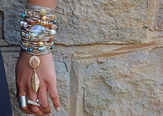 Genuine Beige Nude Leather Bracelet. #etsyshop #etsyjewelry #gehatijewelry #etsyaccessory #leathercuffbracelet #leatherbracelet #statementjewelry #stackbracelet #layerbraceletset #multistrandbracelet