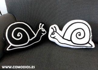cojn caracol pareja de cojines caracoles blanco y negro hechos con loneta de