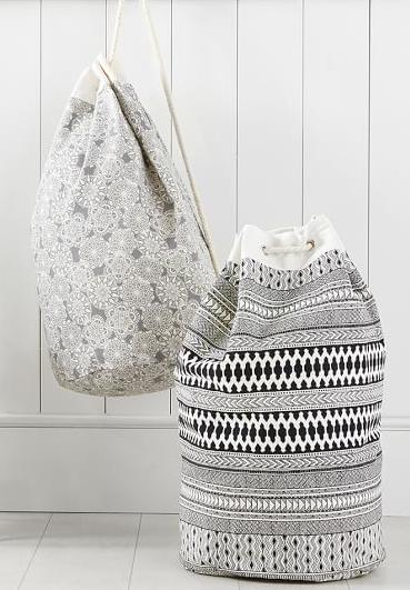 14f126c14 black and white printed canvas laundry bag | Saquinhos, Sacolas ...