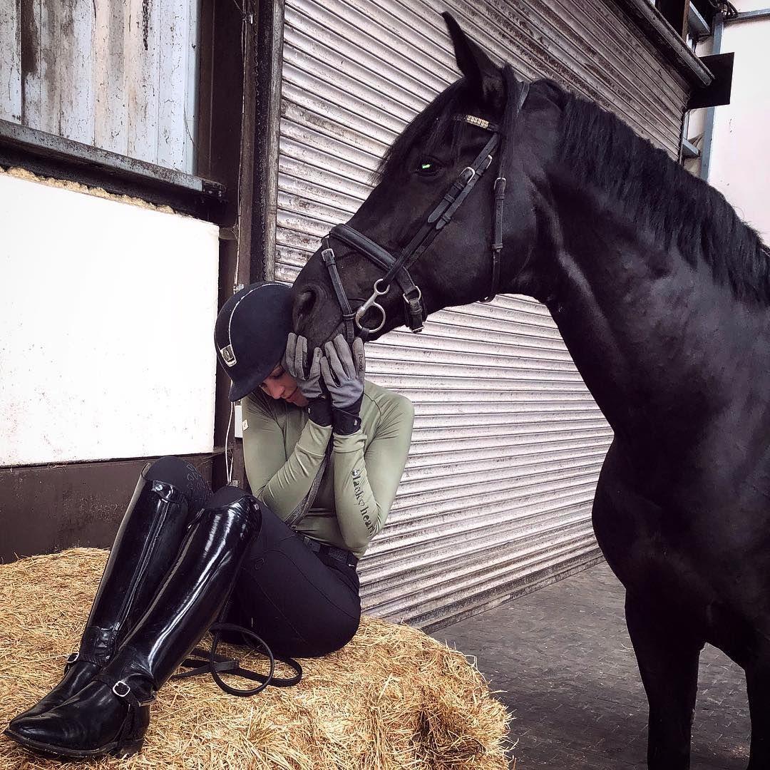 Black Heart Equestrian Auf Instagram Meine Kleine Susse Tragt Unseren Olivfarbenen Unterhe Schwarzes Herz Lederreitstiefel Reitstiefel