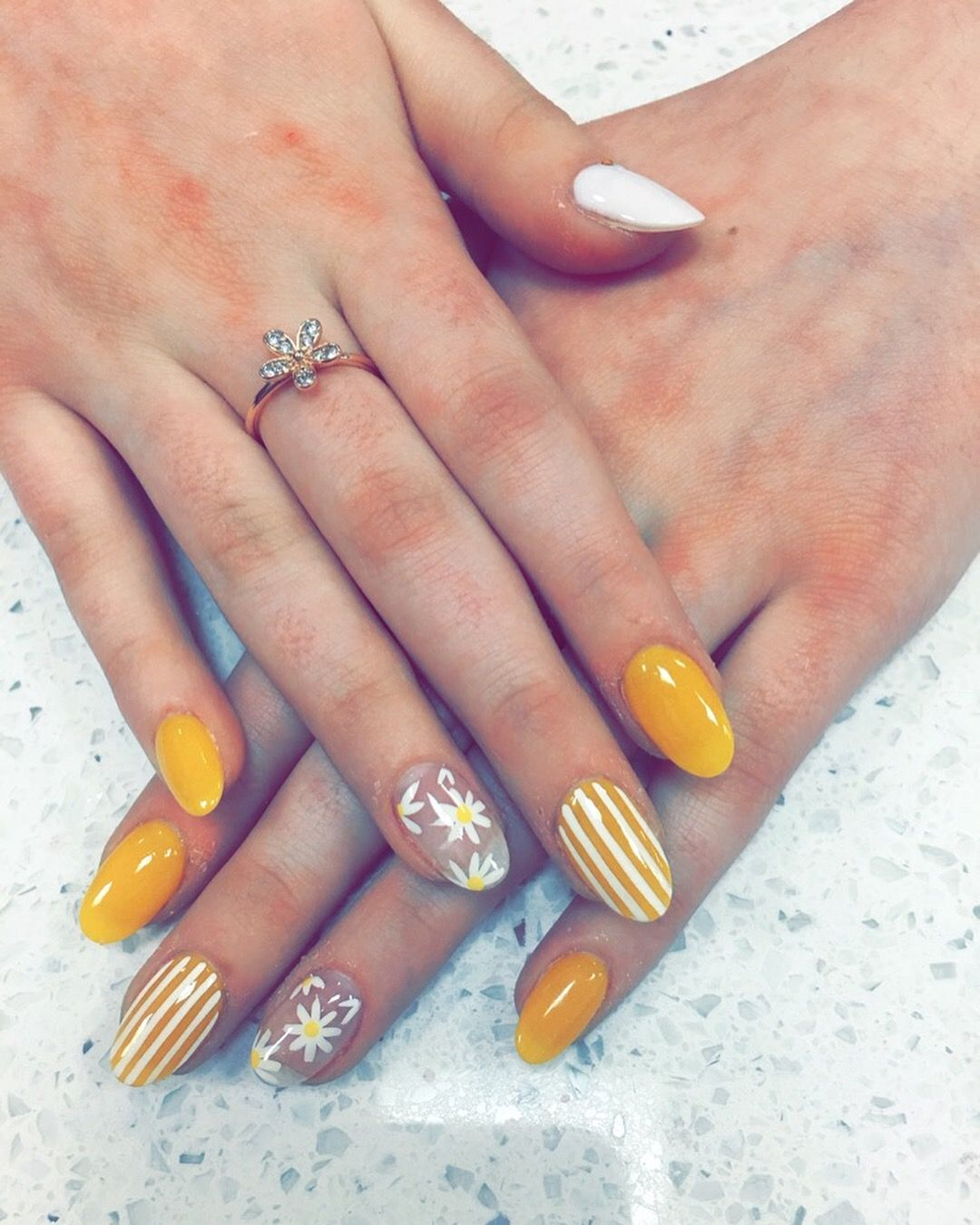 Schone Nagel Pin Von Christine K Auf Nails Nail Art Yellow Nails Und Yellow