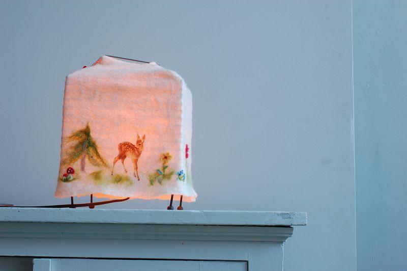 lampe mit filz berzug mit eingefilzten motiven f r die fensterbank oder ein regal oder f r das. Black Bedroom Furniture Sets. Home Design Ideas