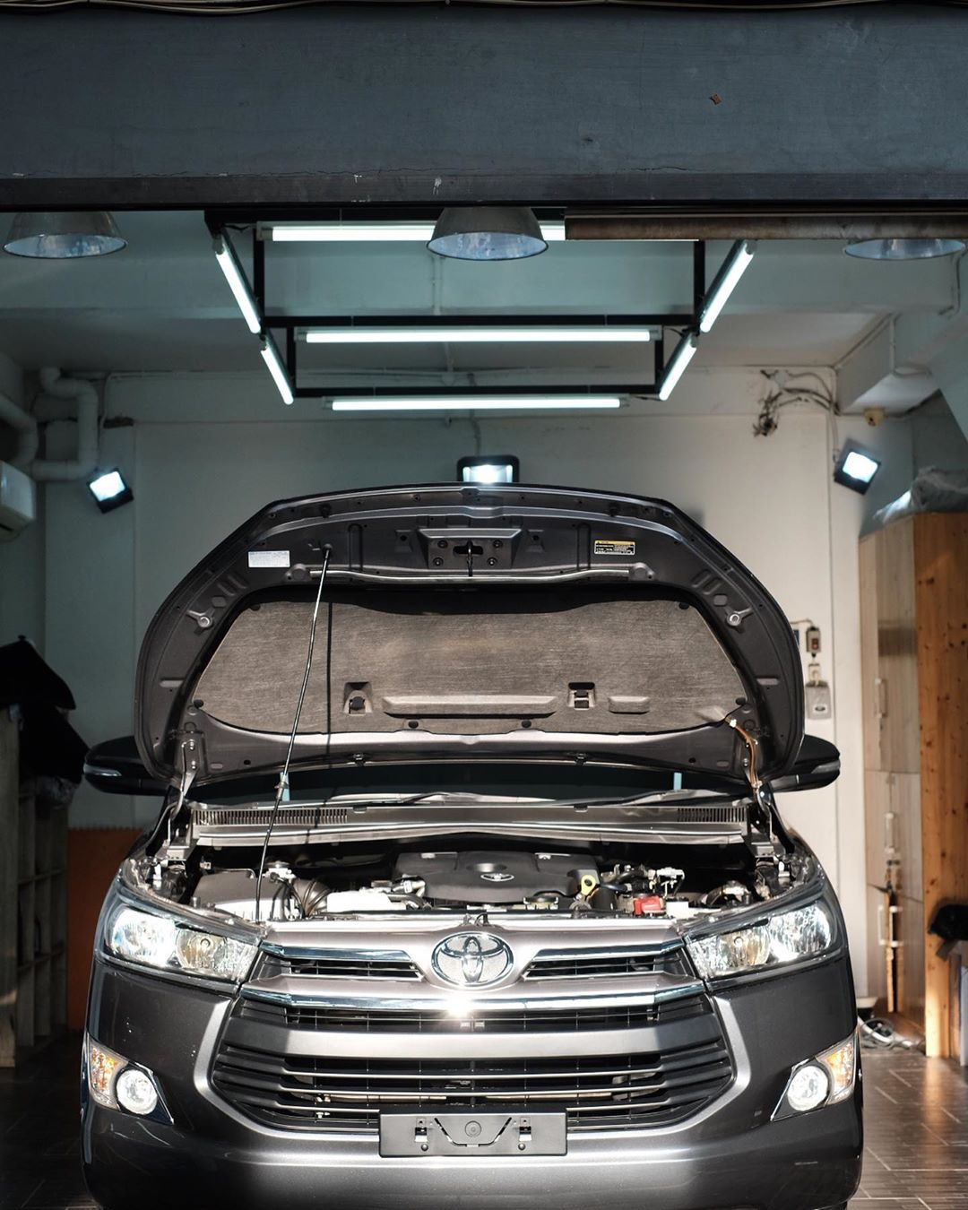 Toyota Innova after Premium Detailing and Coating