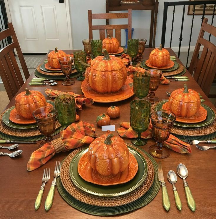 Pin By Cris Rey On Set The Table In 2020 Thanksgiving Decorations Table Setting Thanksgiving Table Settings Diy Thanksgiving Table Decorations
