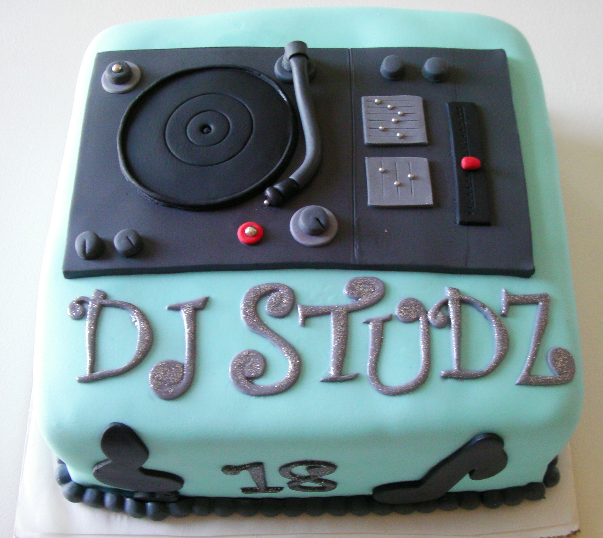 Fantastic Turn Table Dj Cake By Ronisugarcreations Dj Taart Taart Cupcakes Birthday Cards Printable Trancafe Filternl