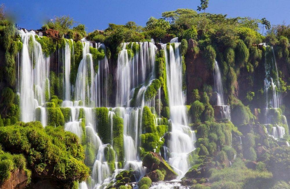 Velikolepie Prirody Vsegda Porazhaet Chelovecheskoe Voobrazhenie V Mire Ogromnoe Kolichestvo Mest Krasota Kotoryh Zavo Beautiful Waterfalls Waterfall Iguazu Falls