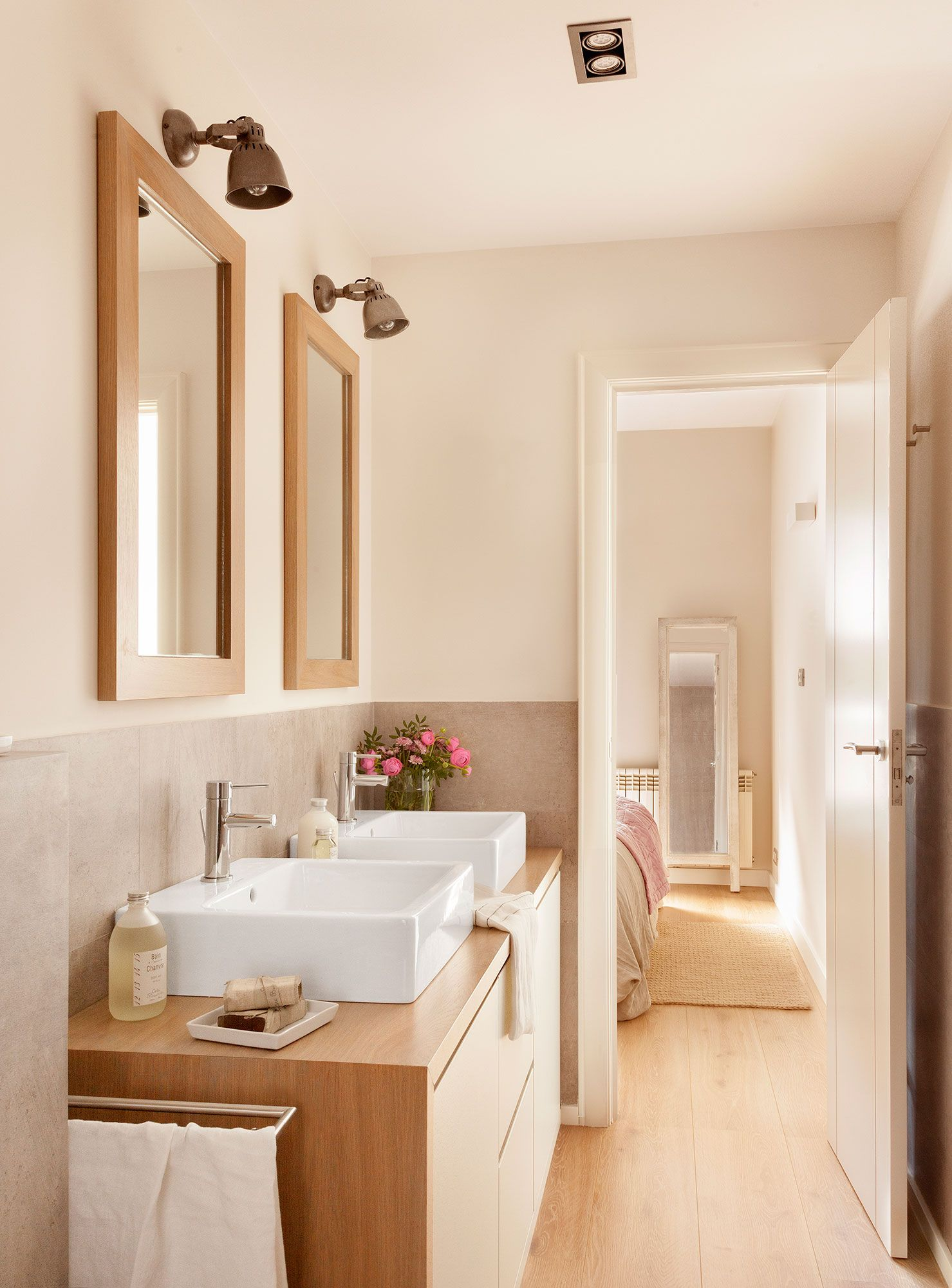 Ba o con dos lavamanos y dos espejos y mueble volado - Espejo para habitacion ...