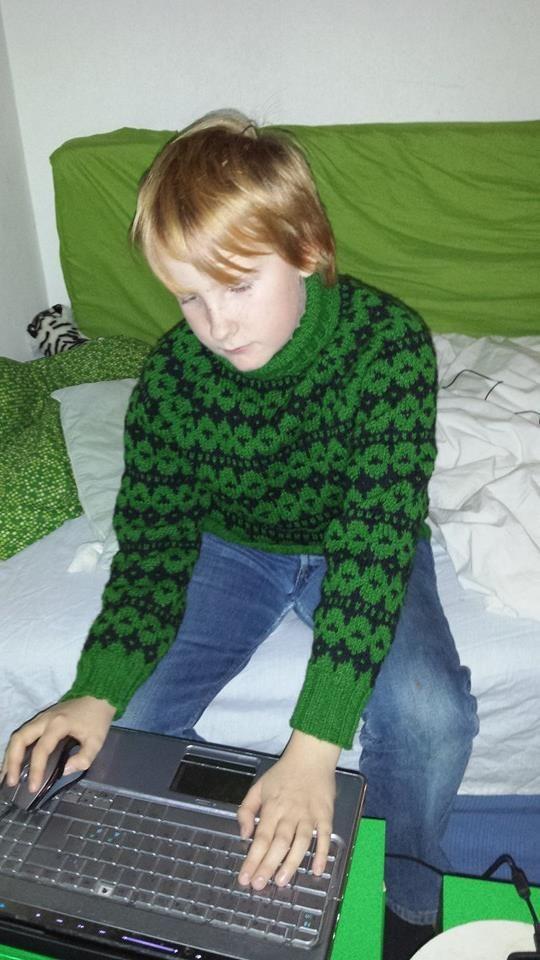 Islænder til Magnus, november 2013 efter et mønster som min mor strikkede til mig da jeg også var 12 år :-)