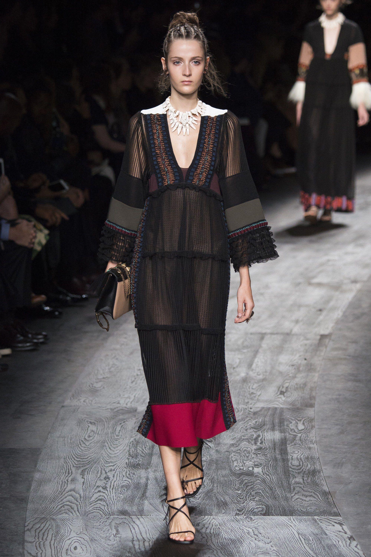 Valentino Spring 2016 Ready-to-Wear Fashion Show - Yana Van Ginneken