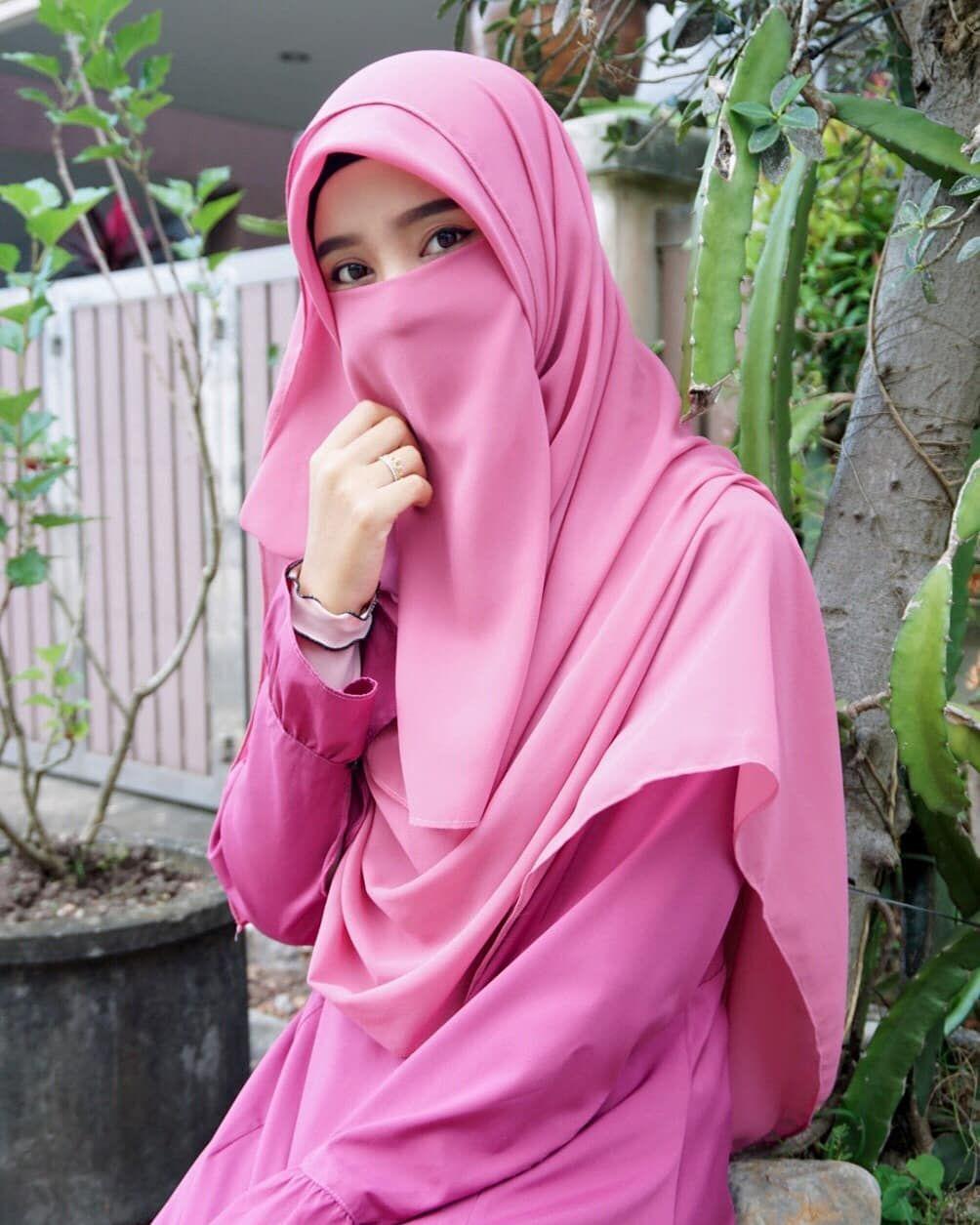 Gambar Mungkin Berisi 1 Orang Dekat Gaya Hijab Wanita Selebriti