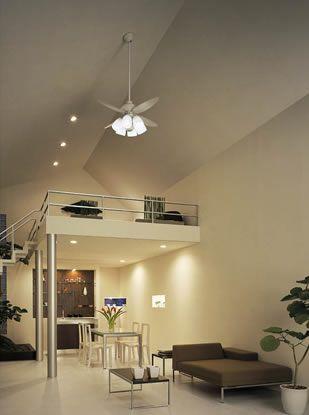勾配天井 シーリングファン ダウンライト リビングルームの照明