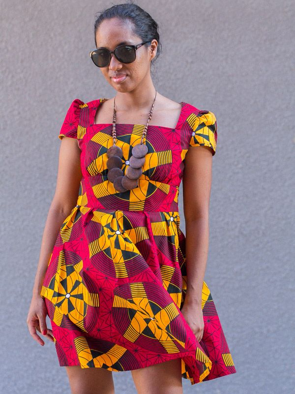Petite robe en tissu pagne