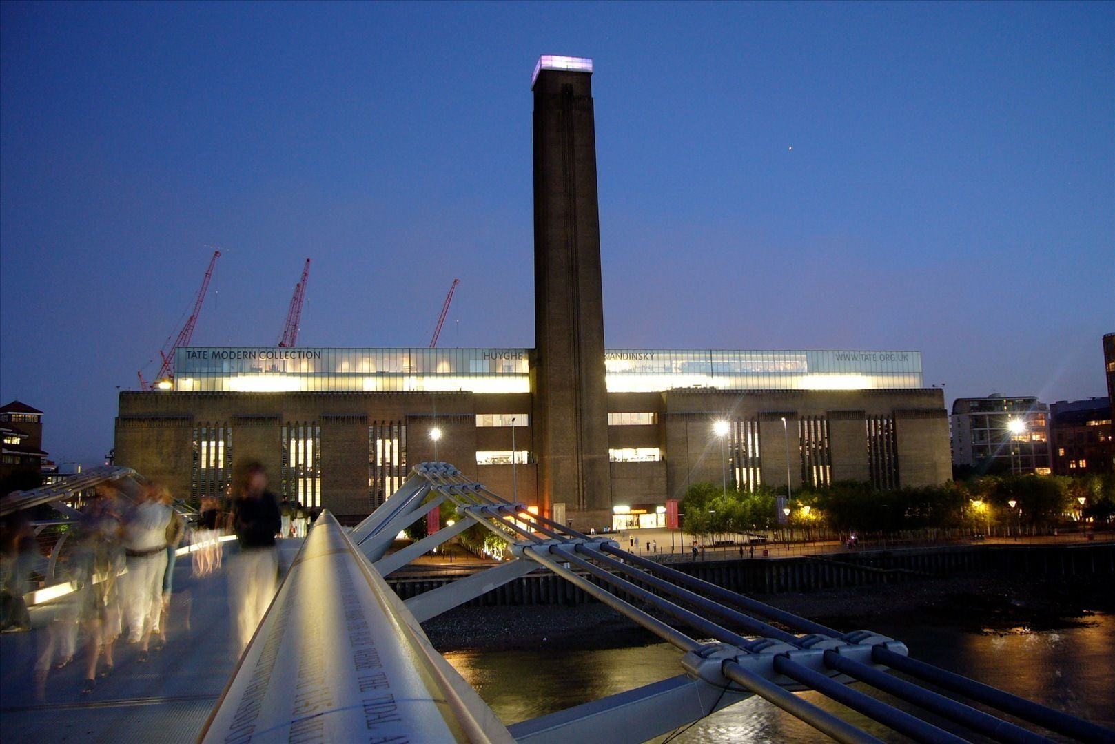 An article about the Tate Modern in London. It's a