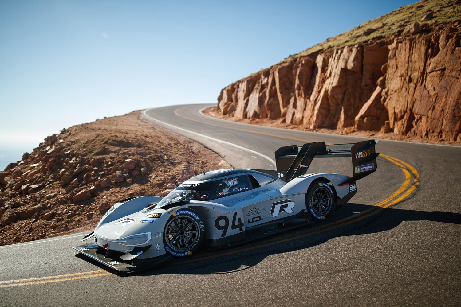 Volkswagen Electric Car Smashes Pikes Peak Hill Climb Record Digital Trends Car Volkswagen Volkswagen Pikes Peak