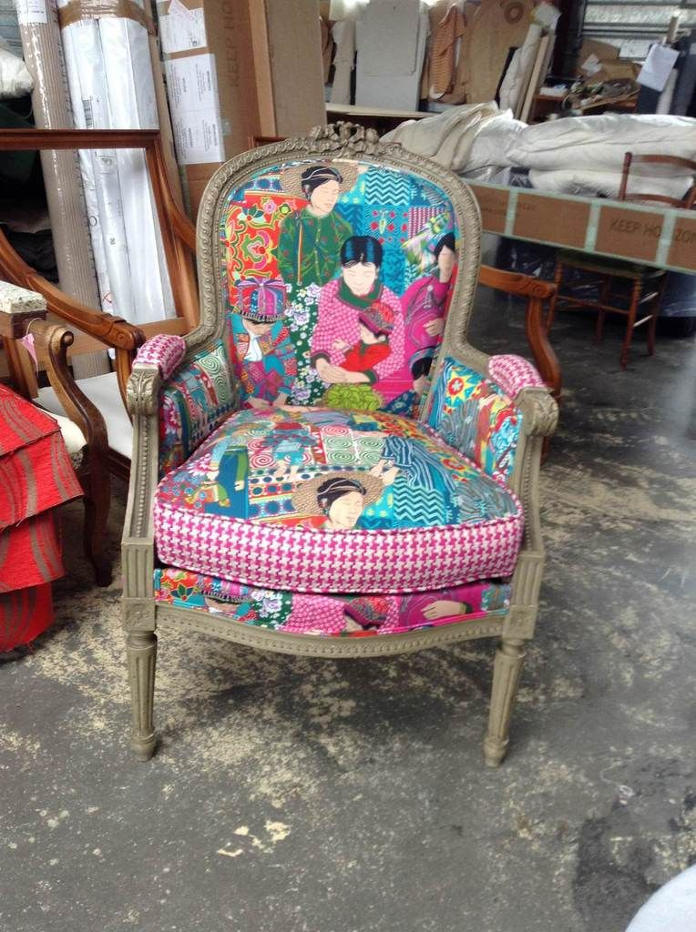 Antiquite du 19 me paire de fauteuil bergere19 me restaure dans nos ateliers tissus diteur Utilisation de tissus dans le salon