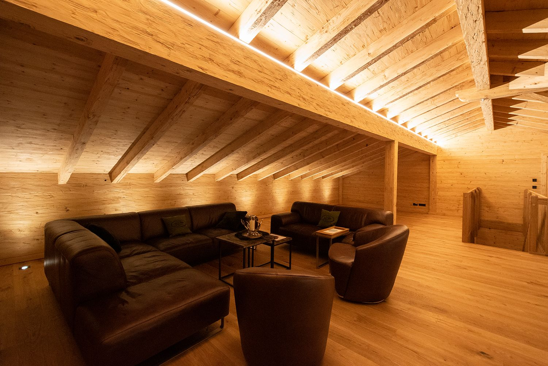 Led Leisten Fur Die Perfekte Atmospharische Beleuchtung In 2020 Sichtdachstuhl Led Leisten Beleuchtung