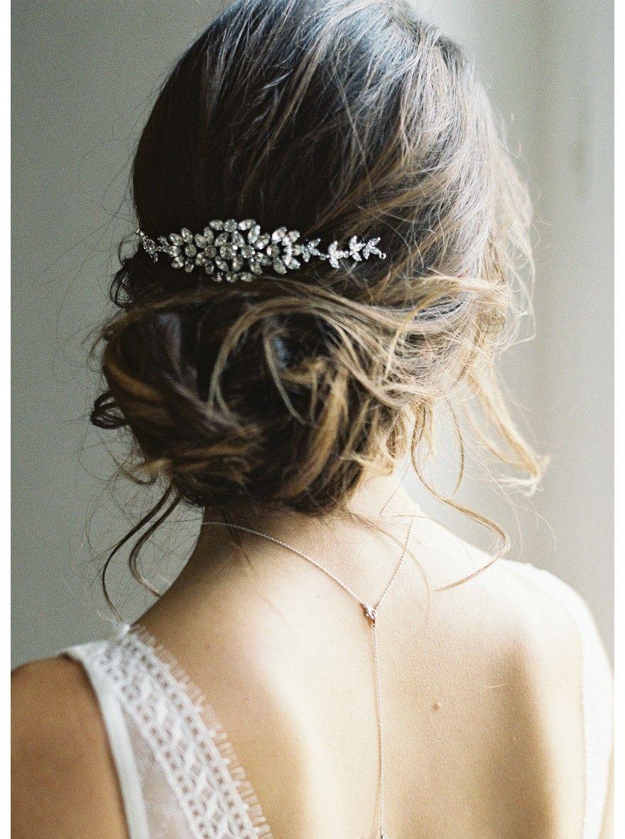 Un Ornement De Cheveux Parfait Pour Une Coiffure De Mariee Tendance Retro Et Chic Cheveux Coiffure Mariee Cheveux Mariage