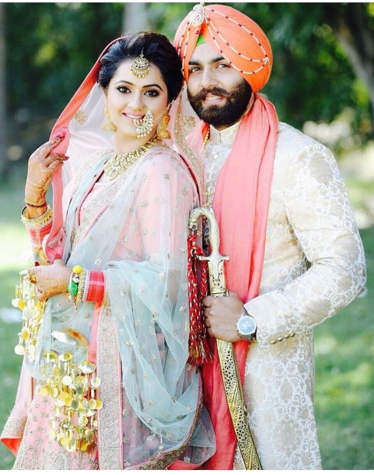 Cute Punjabi Couple In Pastels Indian Wedding Pictures Indian Wedding Photography Couples Indian Wedding Couple