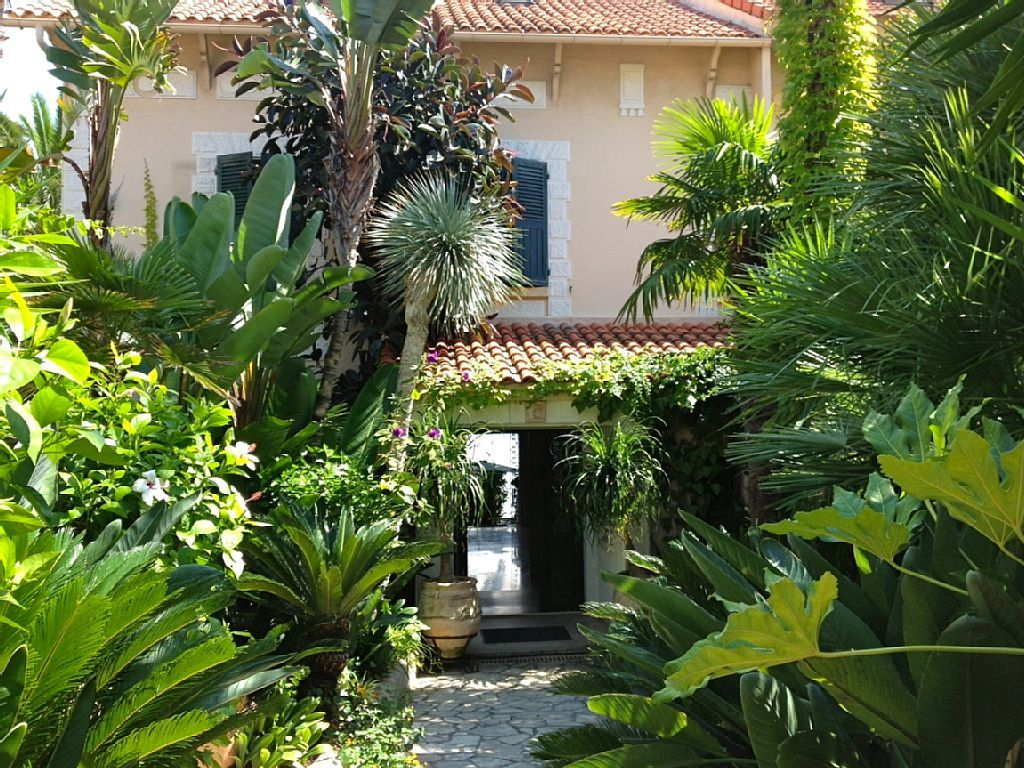 Jardin tropical sud de la france google search jardin for Jardins tropicaux contemporains
