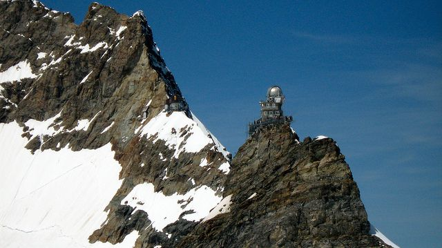 The Sphinx (3,571m) peak, begins from the Jungfraujoch on the Valais side and at the Great Aletsch Glacier. There is an elevator to its summit, where a small viewing platform and a scientific observatory, the Sphinx Observatory, are located.