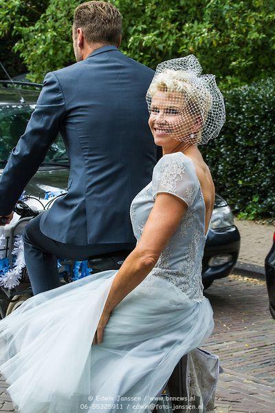 NLD/Blaricum/20140905 - Huwelijk Anita Witzier en Michel Nillisen, op de fiets