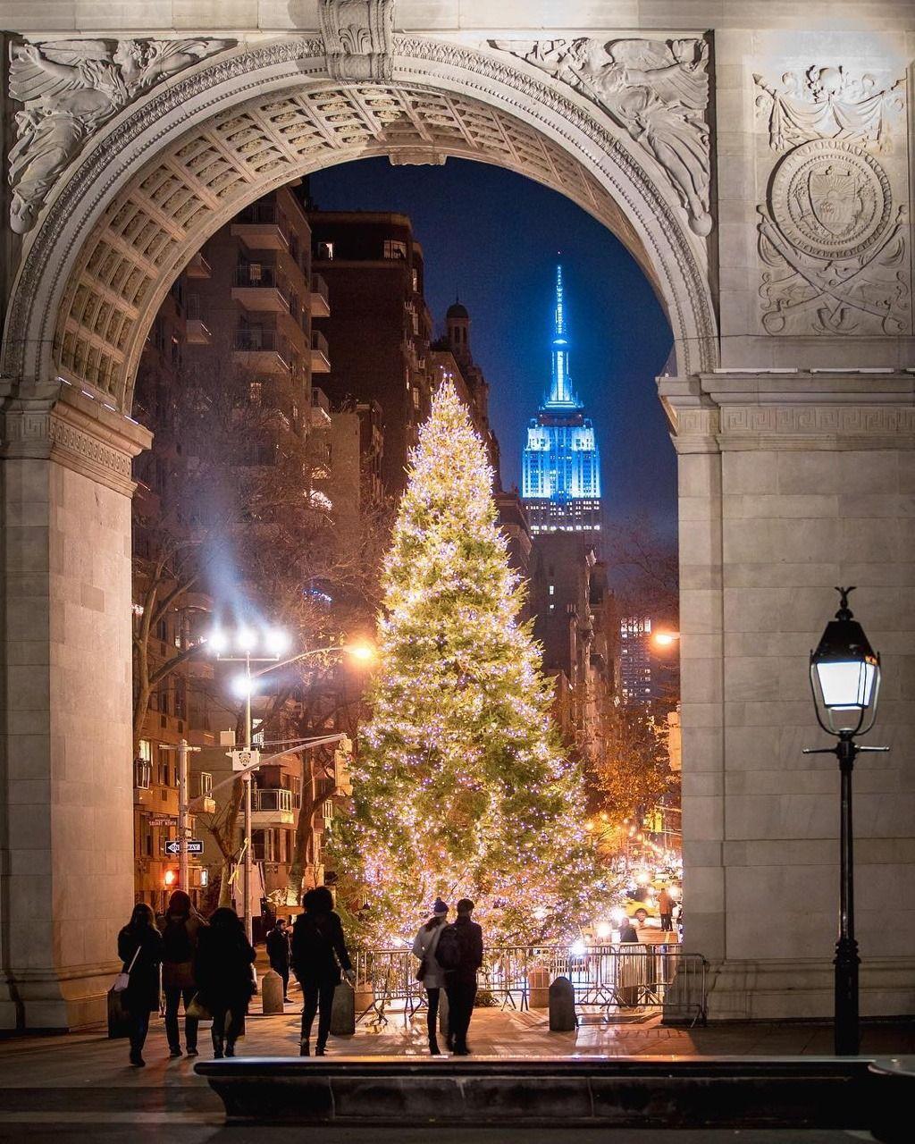 Albero Di Natale Washington.Loft Is All You Need New York City Christmas Nyc Christmas Washington Square Park
