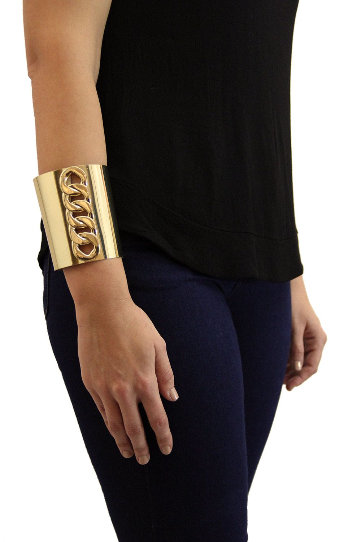 9579d99ebff9 Brazalete Ancho Dorado. Pulsera estilo brazalete ancho que se ajusta  perfectamente al brazo. Maria